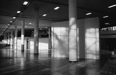 transformação do pavilhão ciccillo matarazzo, no parque ibirapuera, durante a montagem das obras da 32a bienal de arte de são paulo - corredor do térreo, que ficará livre para a circulação do público