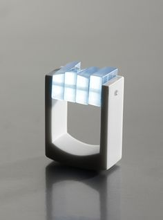 Fanni Vekony / Still water - Ice ring - corian, plexi, optical cable - 2012