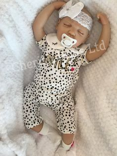 Mai reborn doll Reborn Dolls, Reborn Babies, Baby Dolls, Outfits With Hats, Cute Outfits, Hair Painting, Natural Looks, Handmade Baby