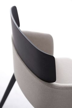 "hoyss: "" claesson koivisto rune concord chair for capdell "" Design Furniture, Chair Design, Modern Furniture, Home Furniture, Le Manoosh, Chaise Vintage, 3d Models, Take A Seat, Sofa Chair"