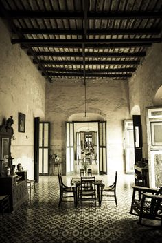 A magnificent colonial design, the hacienda is faithfully preserved inside, with original furniture and oil paintings.