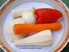 Supa de rosii cu galuste din gris - Bunătăți din bucătăria Gicuței Sausage, Dairy, Cheese, Food, Recipes, Romanian Recipes, Diet, Cooking Recipes, Sausages