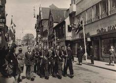 Frihedskæmpere i optog gennem Gravene, Viborg, maj 1945 (Freedom fighters-parade in Viborg May 1945)