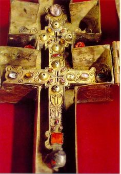 Alternate light of the Reliquary of True Cross at Musee National du Moyen Age, Cluny Museum, Paris