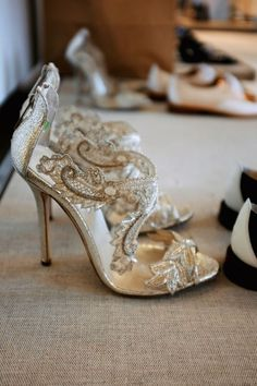 -. beautiful bridal shoe with gold & ivory - lace. <3