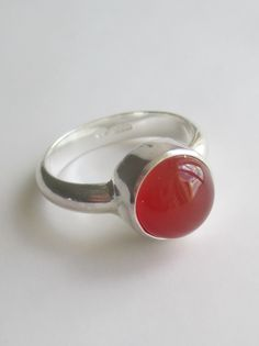 Carnelian ring.  10mm gem.  Ring size P.  Code:  EX.