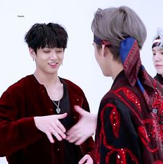 ♡ Taehyung & Jungkook ♡ /// BTS/// Is this their handshake? If it is that's the cutest thing evaaa (♡●♡) xx