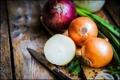 35 Strange Health Benefits of Onions & Remedies for Whatever Ails You Health Benefits of Onions- Onions Can Cure Anything & Everything. Here are Few Strange Health Benefits of Onions & 35 Home Remedies for Different Ailments. Home Remedies For Asthma, Natural Home Remedies, Healthy Kidneys, Healthy Eating, Onion Benefits Health, Perder 10 Kg, Growing Onions, Comment Planter, Canning Recipes