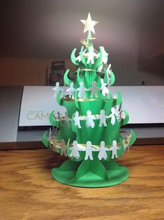 Papercrafts and other fun things: The Perfect Desktop Christmas Tree Christmas Balls, Christmas Crafts, Christmas Ornaments, Christmas Things, Christmas Trees, Kirigami, 3d Paper Crafts, Paper Art, Desktop Christmas Tree