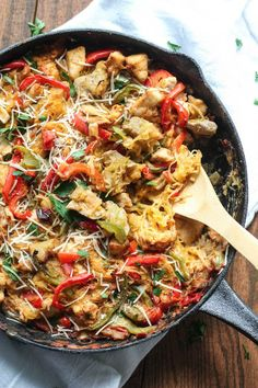 You Have Meals Poisoning More Normally Than You're Thinking That Cajun Chicken Spaghetti Squash Bake Destination Delish Huhn Spaghetti, Courge Spaghetti, Baked Spaghetti Squash, Baked Squash, Healthy Spaghetti Squash Recipes, Buffalo Chicken Spaghetti Squash, Spicy Spaghetti, Healthy Meals, Healthy Eating