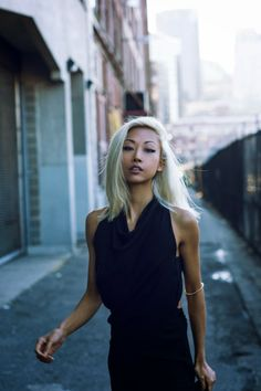 Vanessa Hong from the Haute Pursuit rocking platinum blonde Hair Lights, Light Hair, Hair Inspo, Hair Inspiration, Fashion Inspiration, Platinum Blonde, Fashion Over, Cute Hairstyles, Street Style Women