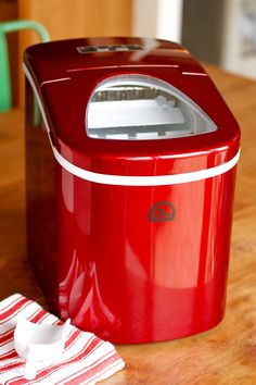 Reviews On Igloo Countertop Ice Maker : Portable Ice Maker Review-- the Igloo Portable Countertop Ice Maker ...