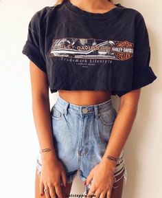 Go to e yersavage for more like this! Go to e yersavage for more like this! Latest Outfits, Trendy Outfits, Fall Outfits, Fashion Outfits, Jean Outfits, Mode Jeans, Cooler Look, Short En Jean, Trendy Swimwear
