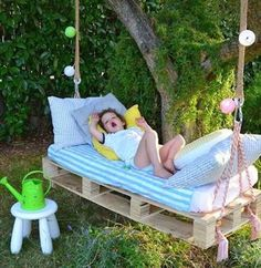 Awesome Outdoor DIY Projects for Kids Natural and Refreshing Pallet Garden Ideas: pallet swing bed w Diy Projects For Kids, Outdoor Projects, Pallet Projects, Diy For Kids, Diy Pallet, Pallet Ideas, Garden Pallet, Backyard Projects, Pallet Bank