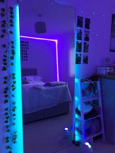 Cute Bedroom Decor, Bedroom Decor For Teen Girls, Cute Bedroom Ideas, Room Design Bedroom, Teen Room Decor, Room Ideas Bedroom, Chill Room, Neon Room, Aesthetic Bedroom