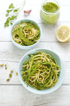 Si vous aimez le pesto de basilic, testez cette recette de pesto de pistaches. Un délice !