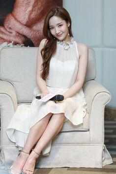 Korean Beauty, Asian Beauty, Cute Couple Wallpaper, Song Seung Heon, Man Lee, Park Min Young, Korean Actresses, Cute Couples, Poses