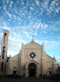 Batac Church, Ilocos Norte, Philippines Ilocos Norte Philippines, Vigan Philippines, Philippine Architecture, Old Churches, Place Of Worship, White Sand Beach, Places Ive Been, The Good Place, Tours