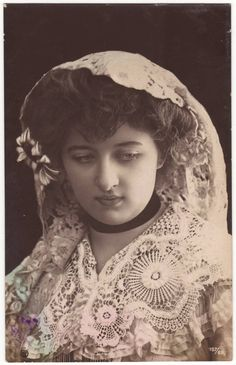 Edwardian postcard. Young lady with lace headdress. 1906
