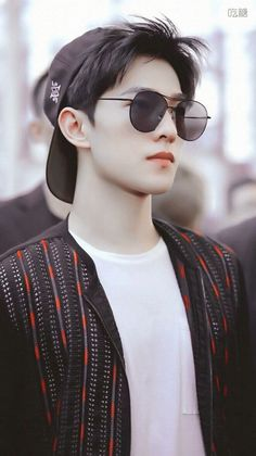 Well I don't know who he is but he is hot so I just randomly saved this pin🙂🙂🙂🙂 Asian Actors, Korean Actors, Asian Celebrities, Yang Chinese, Yang Yang Actor, Wei Wei, Handsome Boys, Handsome Faces, Handsome Actors