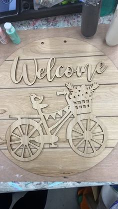 Spring bicycle - Hang out and watch us paint! Want to join in? Order your blank door hanger from Whippoorwill Charm! Diy Home Crafts, Wood Crafts, Arts And Crafts, Wooden Tea Box, Wooden Diy, Wood Projects, Craft Projects, Diy Spring Wreath, Shabby Chic Crafts