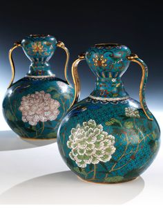 Pair of double gourd vases Height: 23.2 cm. China, 18th century.