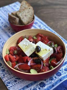 Greek Horiatiki Salad Greek Salad Recipes, Veggie Recipes, Cooking Recipes, Healthy Recipes, Fresh Tomato Recipes, Ww Recipes, Healthy Foods, Greek Dinners, Salads
