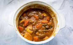 JUSIA GOTUJE Jednogarnkowy gulasz wołowy z ziemiankami. One pot beef goulash with potatoes.