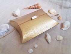 Bracelet perle colonne de nacre & laiton brut (doré), idée cadeau, mariage, bijou fin, délicat, raffiné Made in France by Myo Jewel