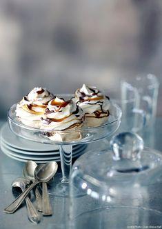 Pavlova Cake, Mini Pavlova, Caramel, Pecan Nuts, Great British Bake Off, Dried Fruit, Melting Chocolate, Quick Easy Meals, Cake Decorating