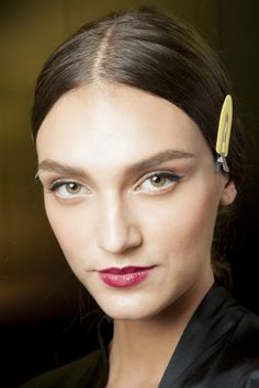 Le défilé Dolce & Gabbana printemps-été 2015 côté beauté http://www.vogue.fr/beaute/en-coulisses/diaporama/fw2015-le-defile-dolce-gabbana-printemps-ete-2015-cote-beaute/20427/image/1082810#!5