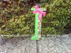 Letra I en madera para decorar Wooden Letters, Christmas Balls, Hand Art, Creativity, Manualidades