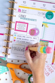 See how to start using a planner this year with tips for making useful layouts and incorporating my Happy Planner ideas for creative, functional planning. To Do Planner, Goals Planner, Planner Pages, Blog Planner, Planner Ideas, Planner Diy, Organisation Ideas Planners, College Planner Organization, Create 365 Planner