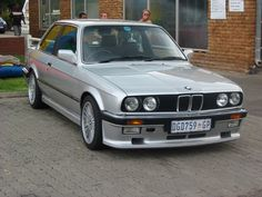 BMW E30 333i z roku 1986.