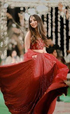 Indian Fashion Dresses, Indian Bridal Outfits, Indian Gowns Dresses, Indian Designer Outfits, Pakistani Bridal Dresses, Wedding Dresses For Girls, Pakistani Frocks, Nikkah Dress, Lehnga Dress