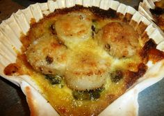 A l'approche de No�l, je vous propose cette super recette, parfaite pour une entr�e festive et si simple � r�aliser. Elle �patera vos invit�s! Fameuse... J'ai r�alis� 5 coquilles avec les proportions ci-dessous. Pour les coquilles, c'est facile. Vous... Coquille Saint Jacques, Easy Entertaining, Scallops, Healthy Nutrition, Cheesesteak, Food Videos, Entrees, Tapas, Macaroni And Cheese