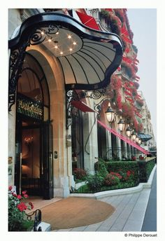Golden Triange Quarter, Plaza Athenee Hotel, 25 avenue Montaigne, Paris VIII