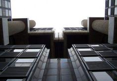 No cabe duda de que el sector de los edificios inteligentes constituirá un factor clave de la construcción en los próximos años, al menos en lo que respecta a los edificios corporativos. Este tipo de inmuebles presenta una serie de ventajas desde el punto de vista funcional y medioambiental de las que resulta imposible abstraerse y que se extienden incluso al propio mobiliario del interior y en Chavsa estamos apostando por ello.