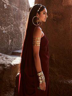 Photography Poses Women, Fashion Photography Inspiration, Girl Photography, Style Inspiration, Indian Aesthetic, Indian Photoshoot, Indiana, Beautiful Girl Image, Indian Beauty Saree