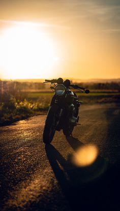 Honda CB750 🖤 #caferacer #sunsetphotography Cb750 Cafe Racer, Cafe Racer Bikes, Cafe Racer Motorcycle, Biker Photography, Sunset Photography, Triumph Thunderbird, Motocross Riders, Custom Cafe Racer, Honda Cb750