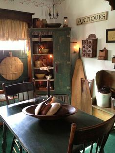 Want this room! Primitive Dining Rooms, Country Dining Rooms, Primitive Homes, Primitive Kitchen, Primitive Furniture, Country Furniture, Country Kitchen, Primitive Country, Prim Decor