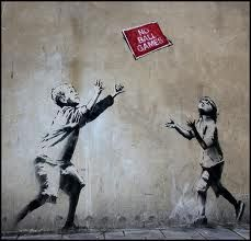 Banksy is a fictional name of a street artist in England. Banksy began his graffiti art in early Started with freehand and gradually grew into stencils. Street Art Banksy, Banksy Graffiti, Banksy Posters, Bansky, Murals Street Art, Graffiti Games, Graffiti Quotes, Graffiti Alphabet, Street Art Graffiti