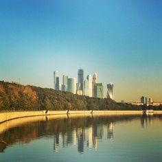 Рассвет на набережной Москва-реки