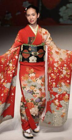 # 17: Yukiko Hanai un CE de Concu furisode de soie et obi. 2012, Japon