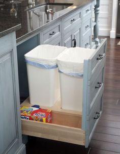 Перед нашими Российскими читателями редко пока встаёт вопрос, как лучше организовать раздельный сбор мусора дома на кухне. Однако это скоро придёт и в Россию, ведь весь цивилизованный мир к этому уже пришёл. Так вот в этот момент перед вами встанет вопрос, как правильно организовать пространство для сбора мусора на кухне. Надеемся наша подборка вам в этом поможет.