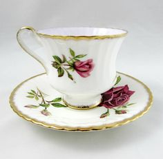 Paragon tea cup and saucer, white with large red rose. The center of the tea cup cup is lilac colored. Gold trimming and ribbing on teacup and saucer. Set is in excellent condition (see photos). Paragon started as the Star China Company in 1897, founded by Hugh Irving and Herbert Aynsley