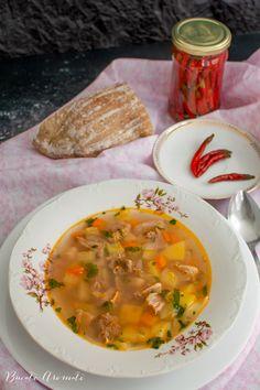 Ciorbă de văcuță cu borș, o rețetă tradițională, simplă și gustoasă. Ce carne folosim la ciorba de văcuță? Cum o degresăm, ce legume punem? Romanian Food, Thai Red Curry, Slow Cooker, Ethnic Recipes, Crockpot, Crock Pot