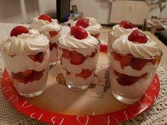 eMeals Loves Desserts: Chocolate Paleo Pudding with Coconut Whip Cream YUM! Paleo Dessert, Paleo Sweets, Dessert Recipes, Pudding Recipes, Parfait Recipes, Köstliche Desserts, Delicious Desserts, Yummy Food, Chocolate Paleo