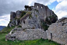 Château de Roquefixade dans l'Ariège, Midi-Pyrénées, via Flickr.