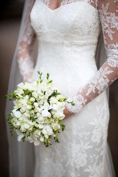 55 Super ideas for wedding flowers white bouquet spray roses White Wedding Flowers, White Bridal, Trendy Wedding, Dream Wedding, Wedding Day, Blue Wedding, Bride Bouquets, Bridesmaid Bouquet, White Roses
